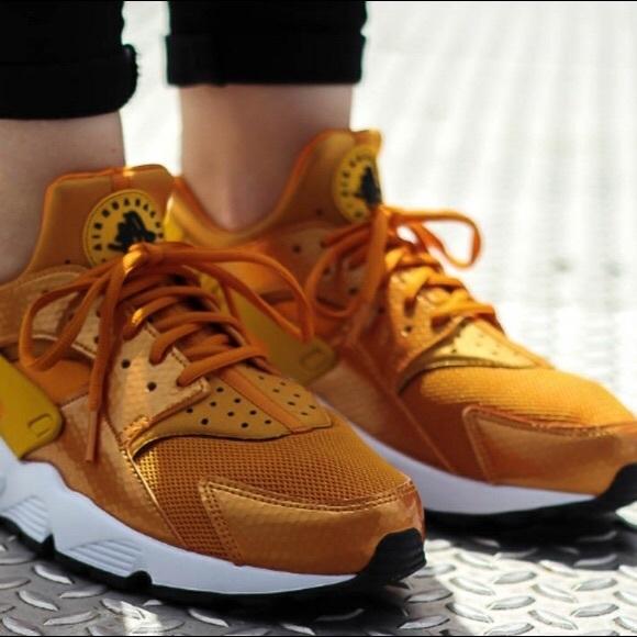 competitive price 74f84 3d160 Nike women s air huarache run
